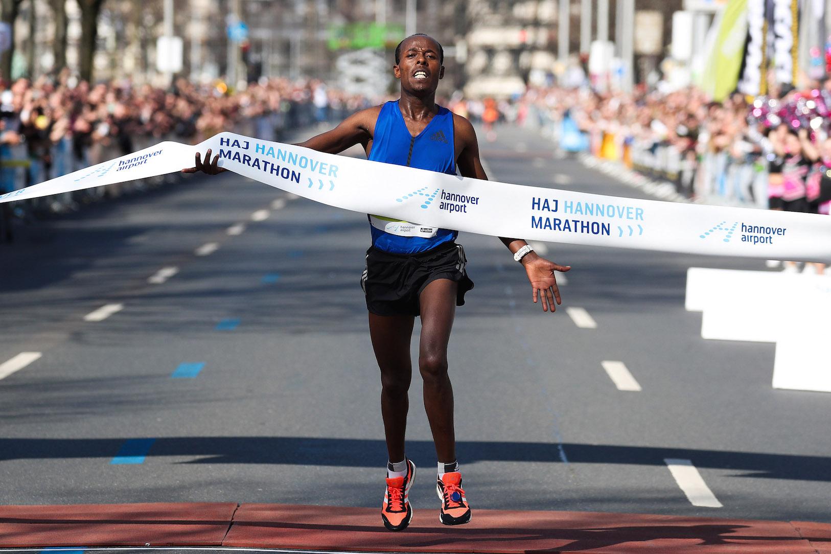 Etiopczyk Seboka Erre zwyciężył w HAJ Hannover Marathon. Henryk Szost był piąty.