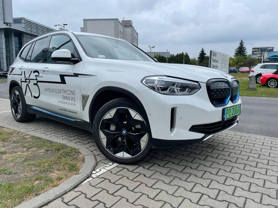 Nasz Patronat. Elektryczne BMW ix3 na czele stawki biegaczy IV Biegu Ognia i Wody!