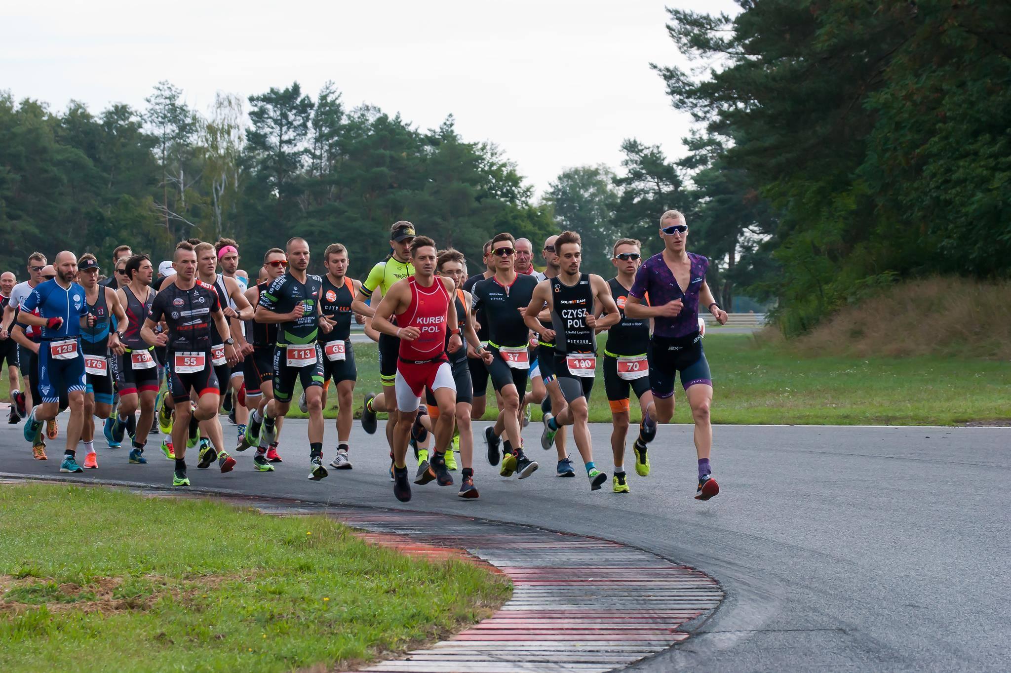 """Nasz Patronat. Ekspresowe """"życiówki"""" podczas VI Trigar Duathlon Tor Poznań i VI Biegu Formuła 1 #5km"""
